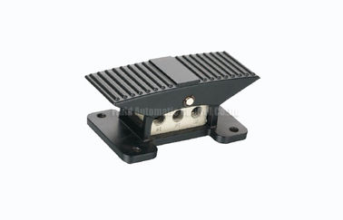 China 0.7Mpa Compact Pneumatic Foot Pedal Valve 3 Position 5 Way , Directional Control Valve distributor